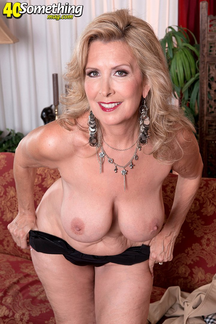 Older British woman Laura Layne shows big boobs and shaved pussy