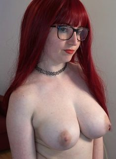 Busty redhead Veronikavonk posing naked live at webcam