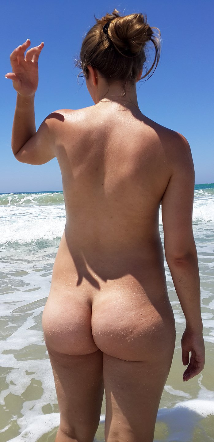 Amateur women and girls show their naked sexy asses