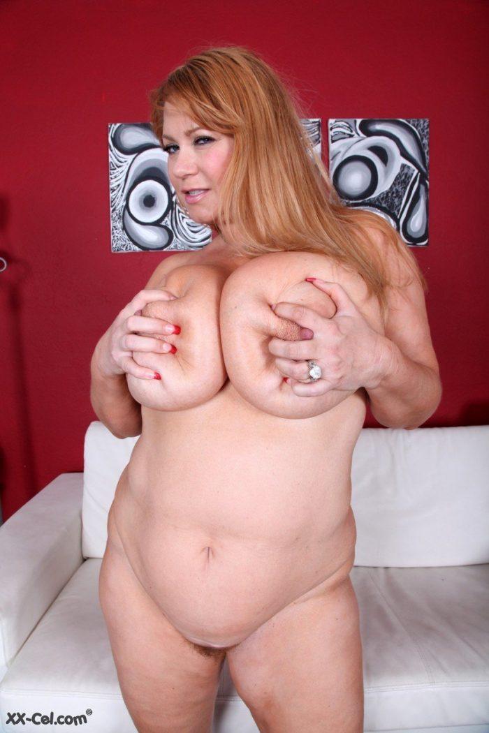 Fat mature woman Samantha 38G shows her huge natural tits and big ass