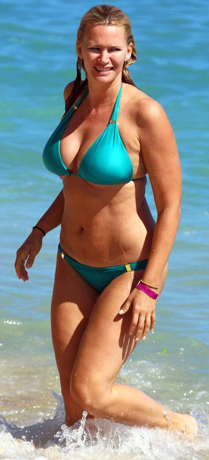 The Hottest Natasha Henstridge Photos Around The Net