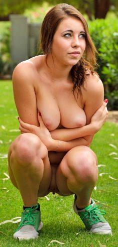 Beautiful girl Kinsley posing naked outdoors
