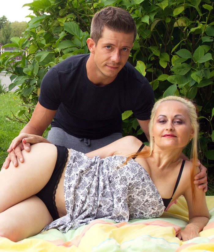 Cougar getting fucked by a toyboy at a picnic