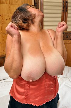 Curvy granny Henrietta exposes her big tits and hairy pussy