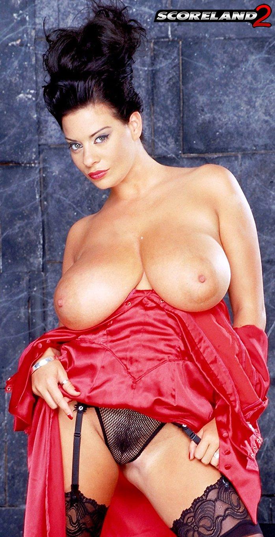 Vampire Linsey Dawn McKenzie bares her massive boobs