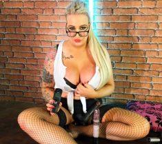 Watch BarbieRoxxx live on cam