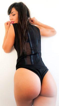 Watch Sara Latinadomina live on cam
