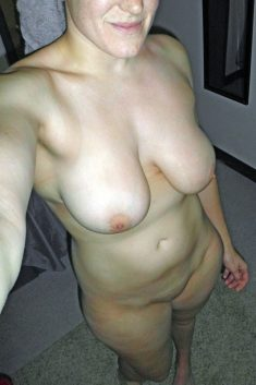 Busty amateur woman shows her naked body