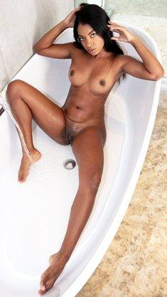 Sofi Vega – Peeing In The Bathtub