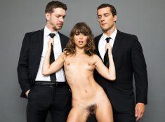 Pornstar Riley Reid gets double penetration
